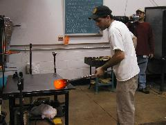 Glassblower.Info BCCC Glassblowing Class Photo 24-Apr-02 085 - Glassblower photo by Tony Patti