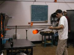 Glassblower.Info BCCC Glassblowing Class Photo 24-Apr-02 086 - Glassblower photo by Tony Patti
