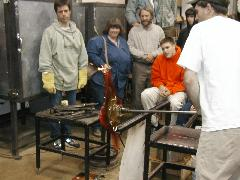Glassblower.Info BCCC Glassblowing Class Photo 24-Apr-02 122 - Glassblower photo by Tony Patti