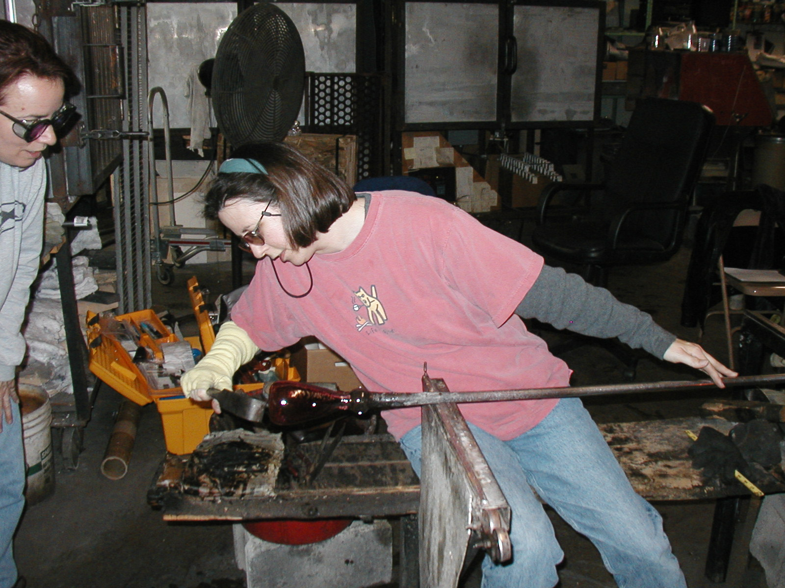 Glassblower.Info - Joel Bless Glasslight Glassblowing class January 18 2004 #012