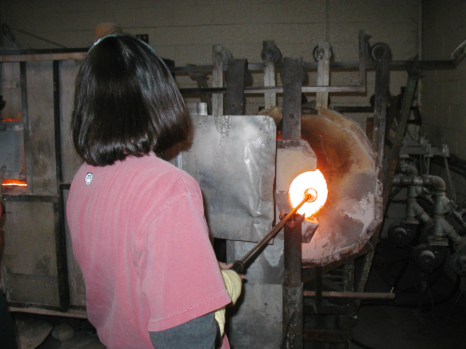 Glassblower.Info - Joel Bless Glasslight Glassblowing class January 18 2004 #018