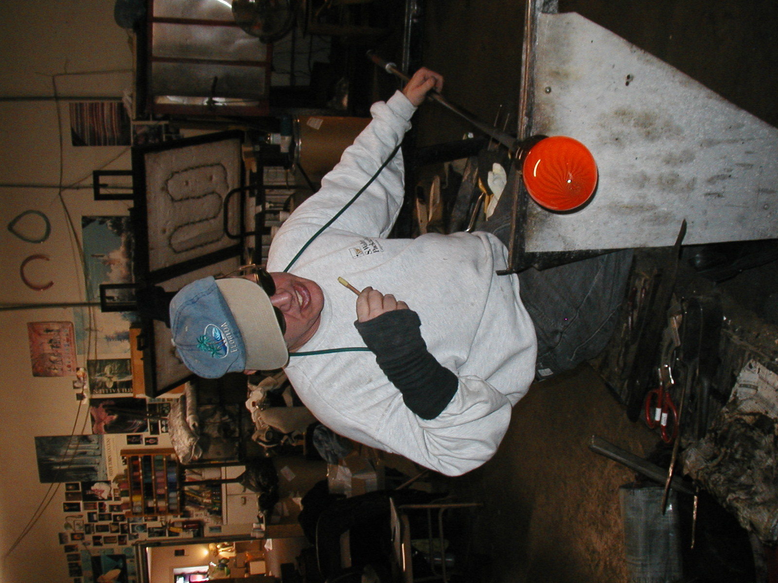 Glassblower.Info - Joel Bless Glasslight Glassblowing class January 18 2004 #098