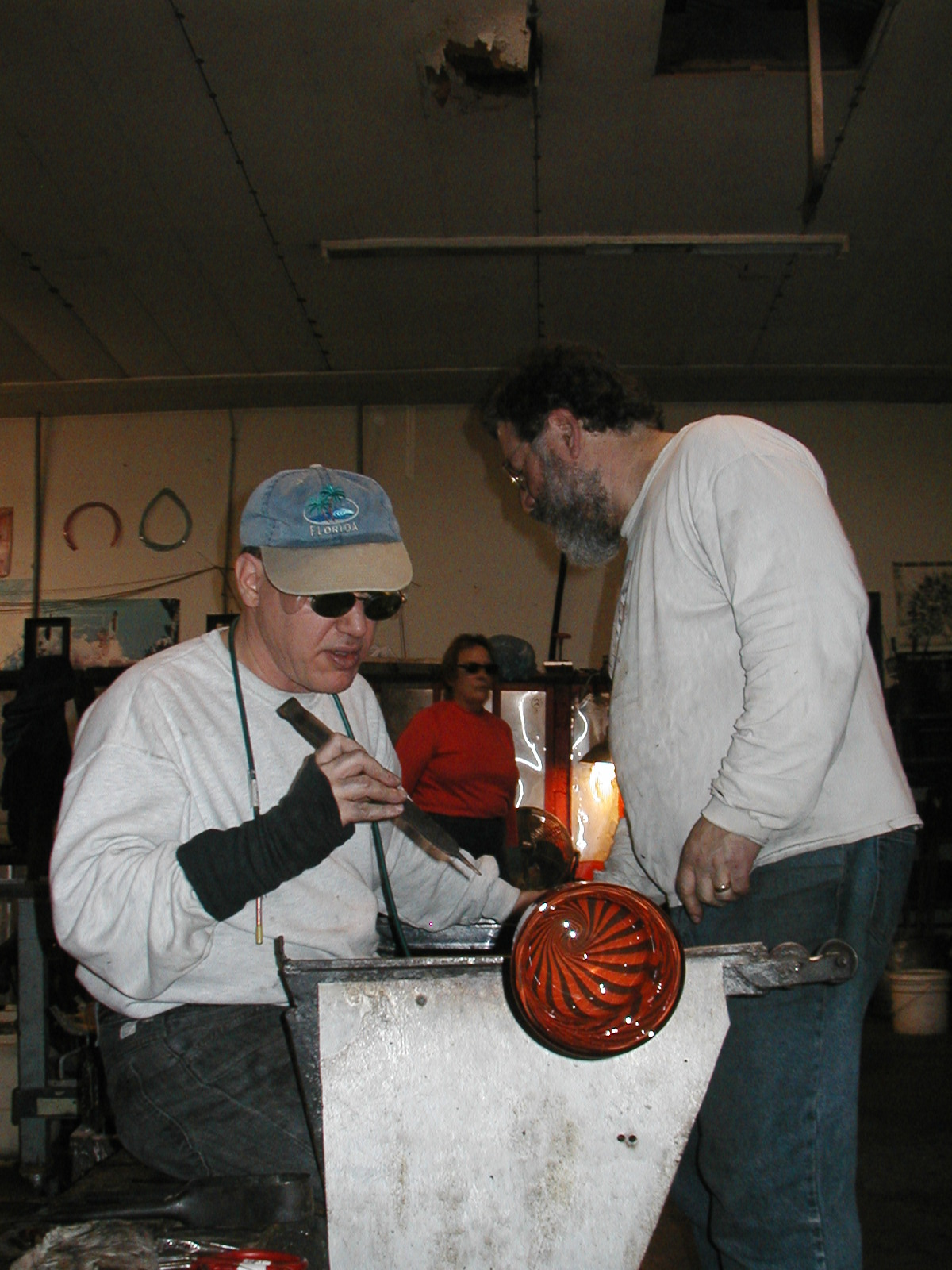 Glassblower.Info - Joel Bless Glasslight Glassblowing class January 18 2004 #121