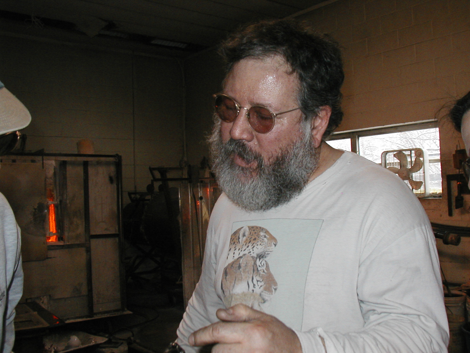 Glassblower.Info - Joel Bless Glasslight Glassblowing class January 18 2004 #125