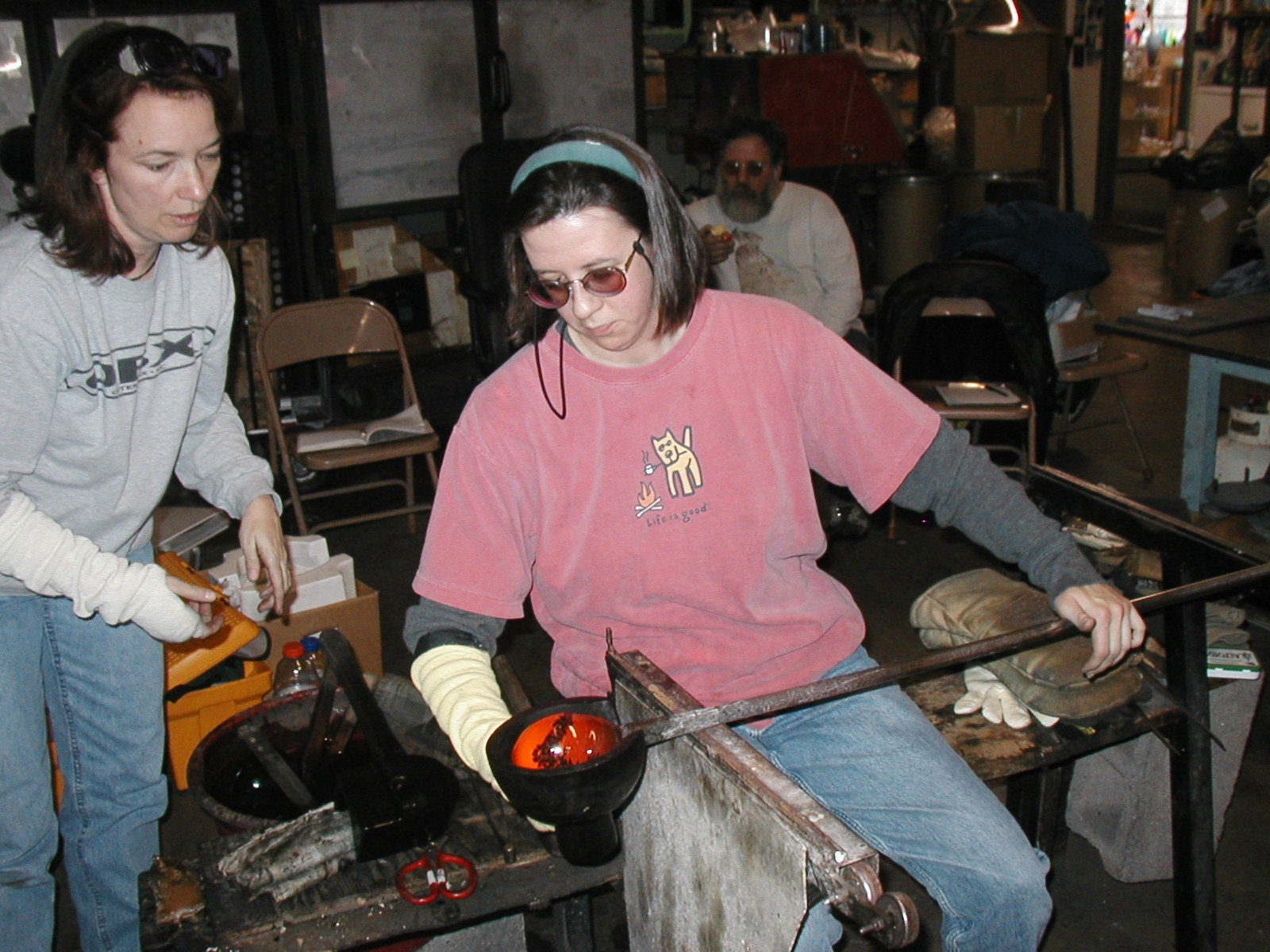 Glassblower.Info - Joel Bless Glasslight Glassblowing class January 18 2004 #130