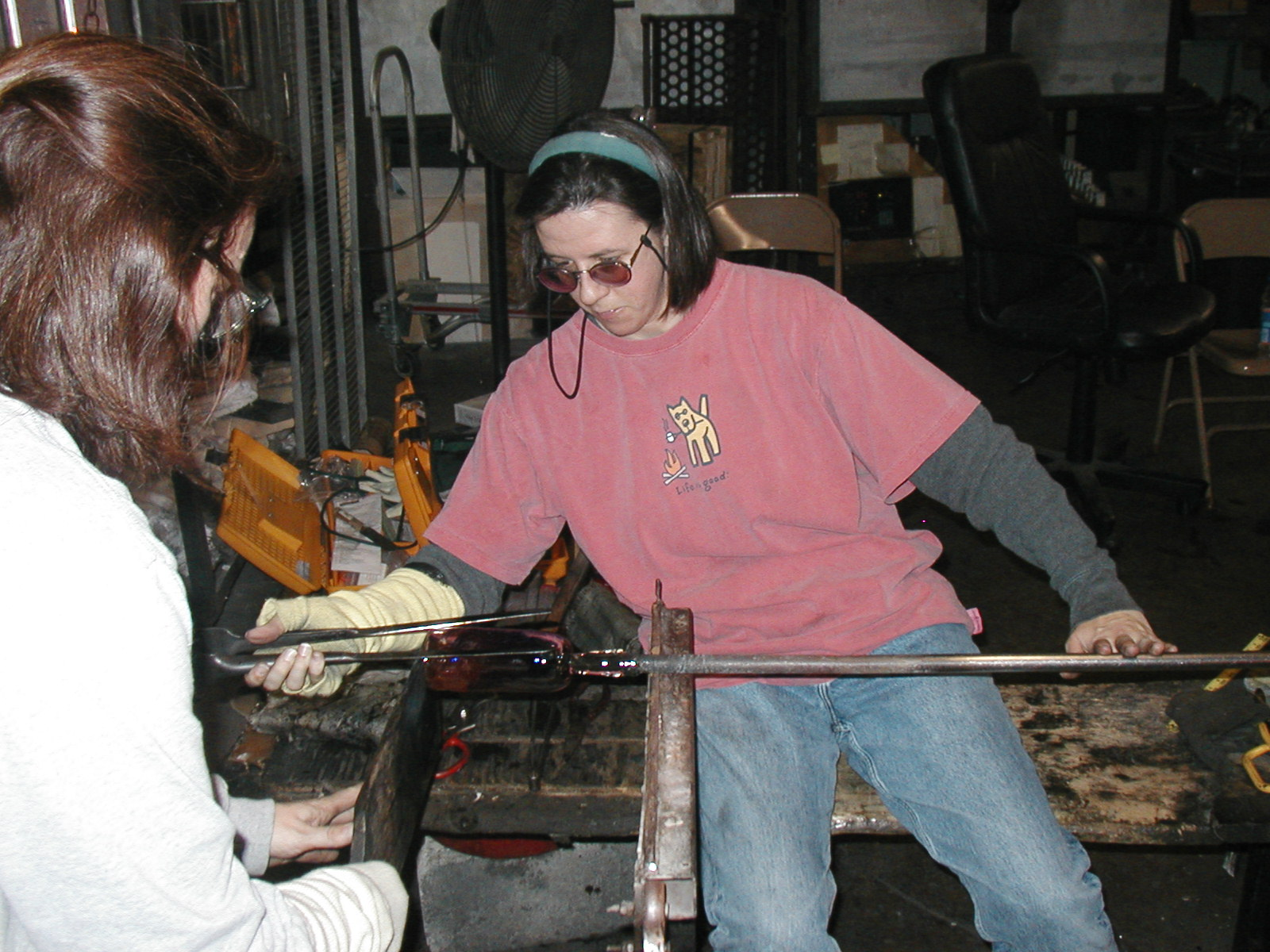 Glassblower.Info - Joel Bless Glasslight Glassblowing class January 18 2004 #141
