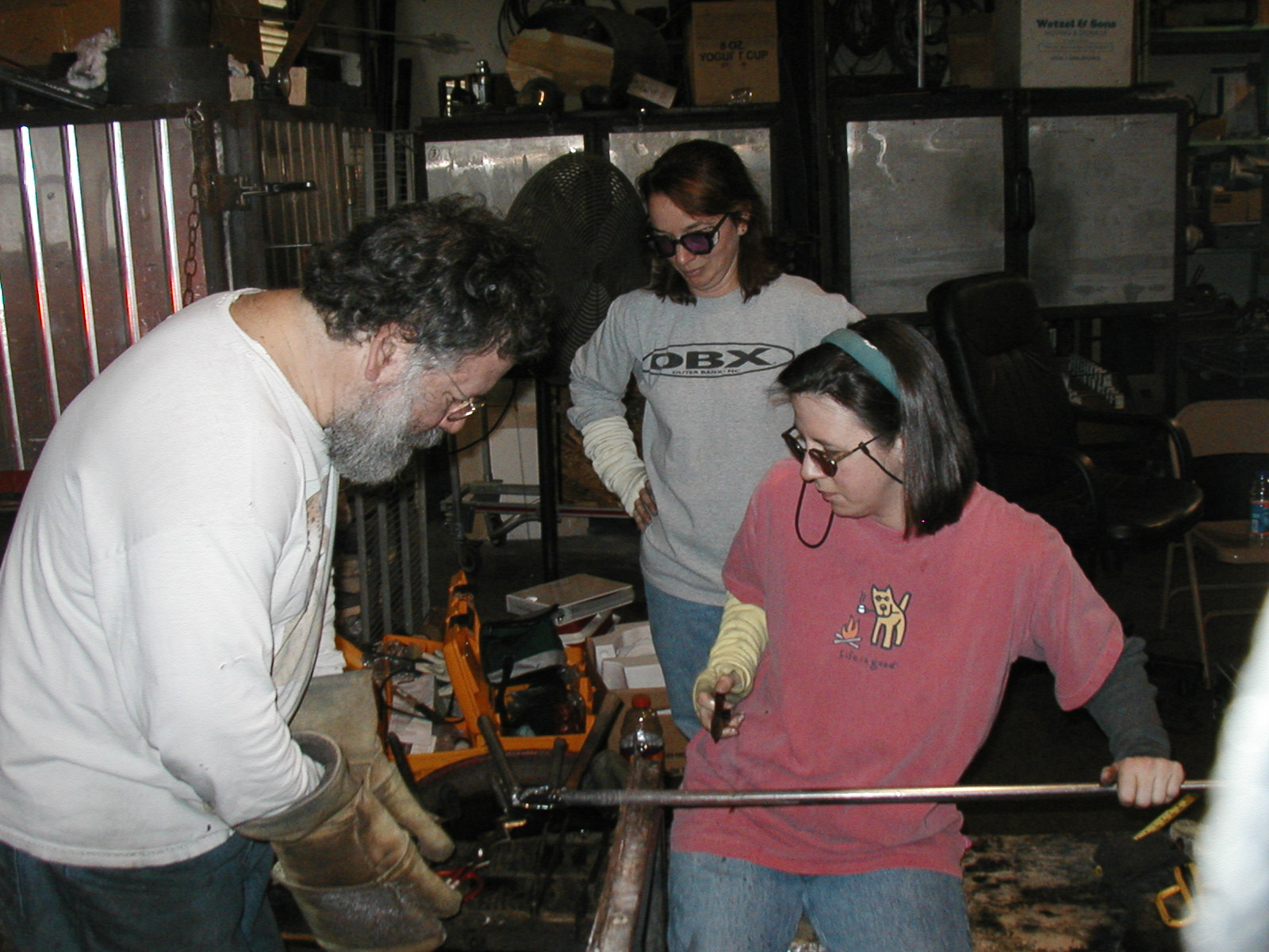 Glassblower.Info - Joel Bless Glasslight Glassblowing class January 18 2004 #143
