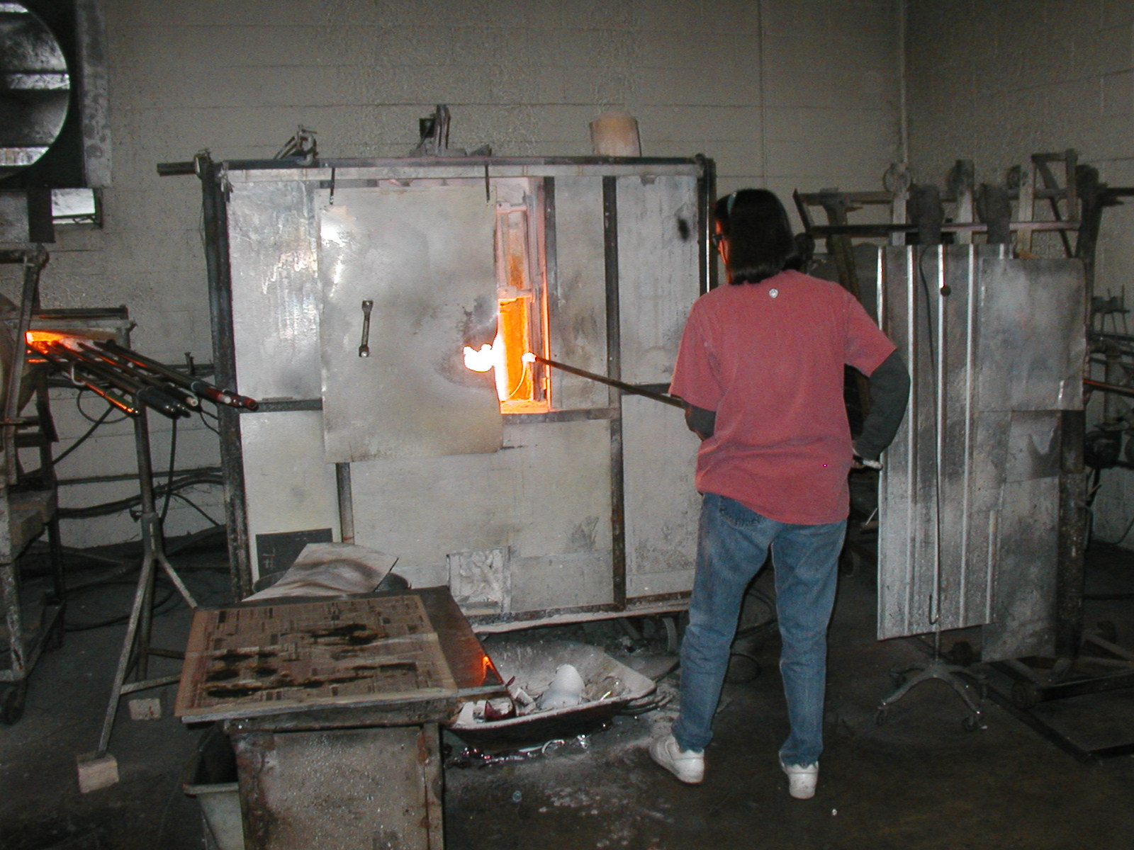 Glassblower.Info - Joel Bless Glasslight Glassblowing class January 18 2004 #162