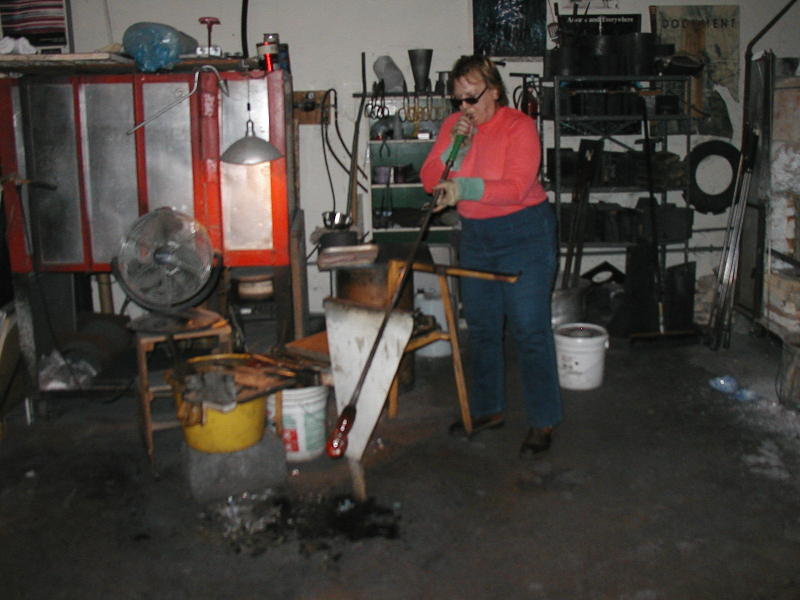 Glassblower.Info - Joel Bless Glasslight Glassblowing class January 18 2004 #163