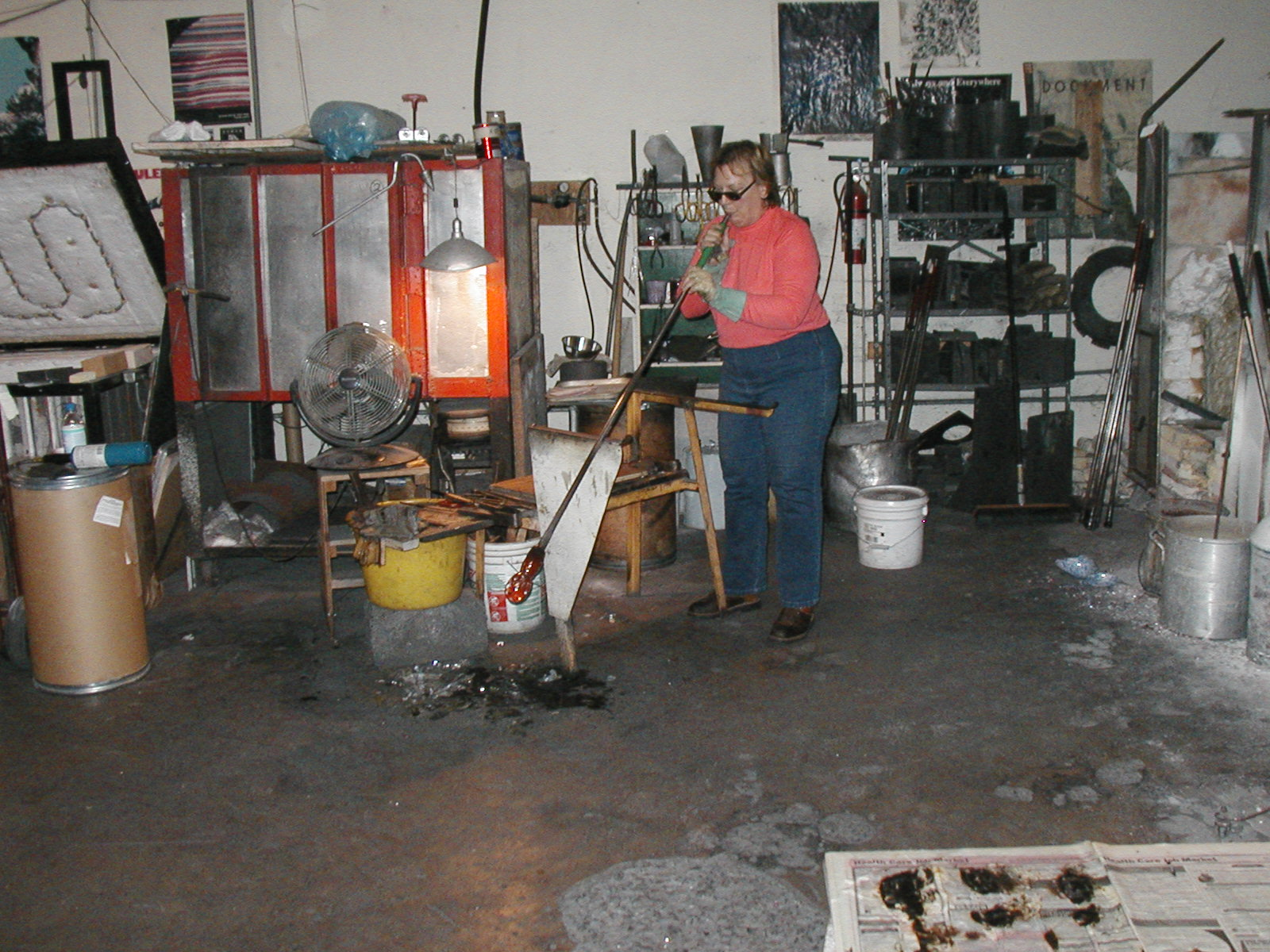 Glassblower.Info - Joel Bless Glasslight Glassblowing class January 18 2004 #164
