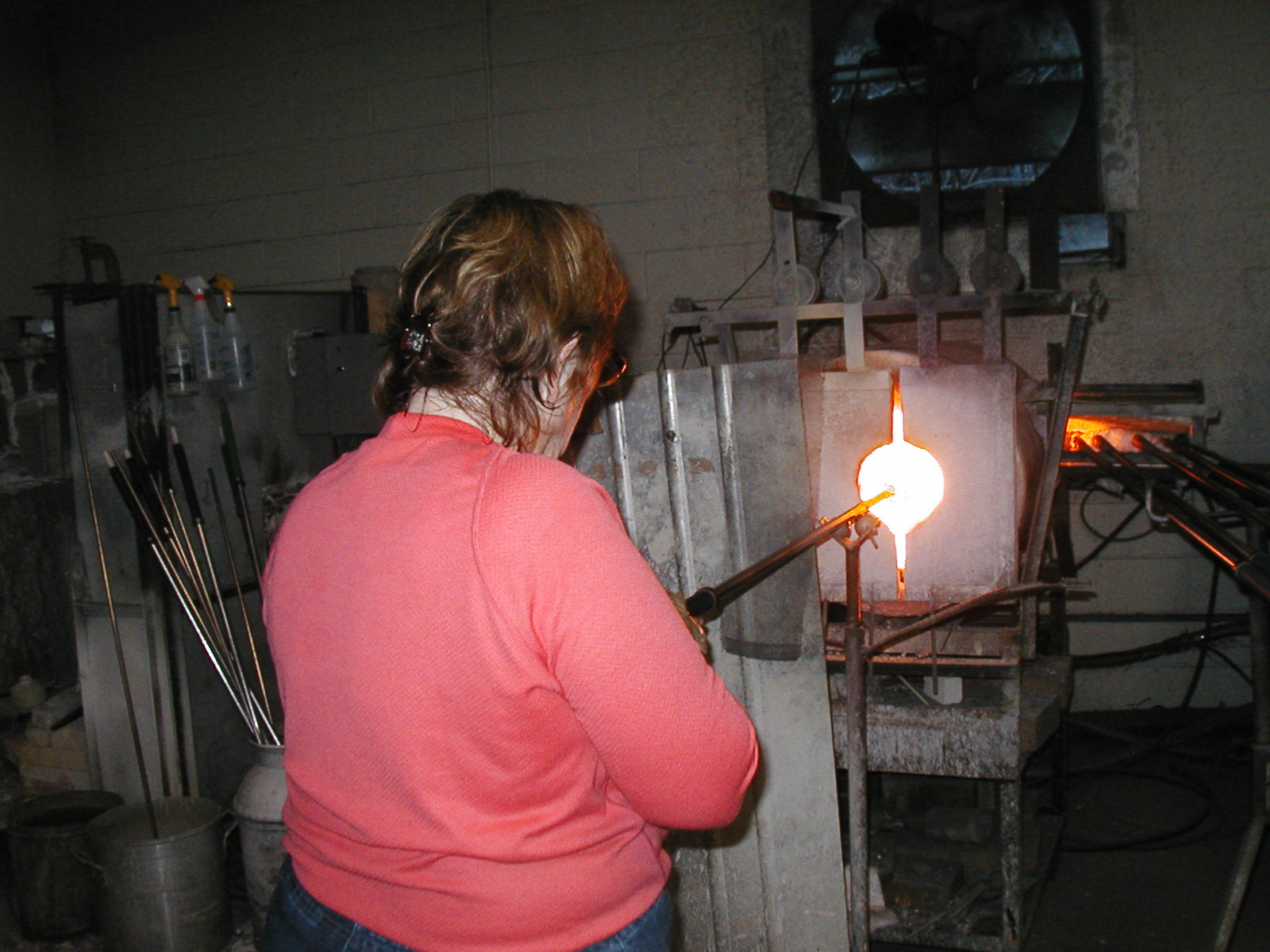 Glassblower.Info - Joel Bless Glasslight Glassblowing class January 18 2004 #165