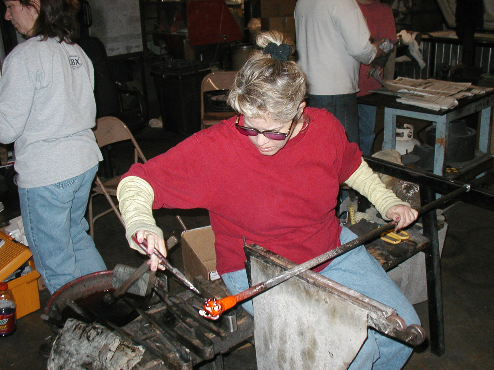 Glassblower.Info - Joel Bless Glasslight Glassblowing class January 18 2004 #166