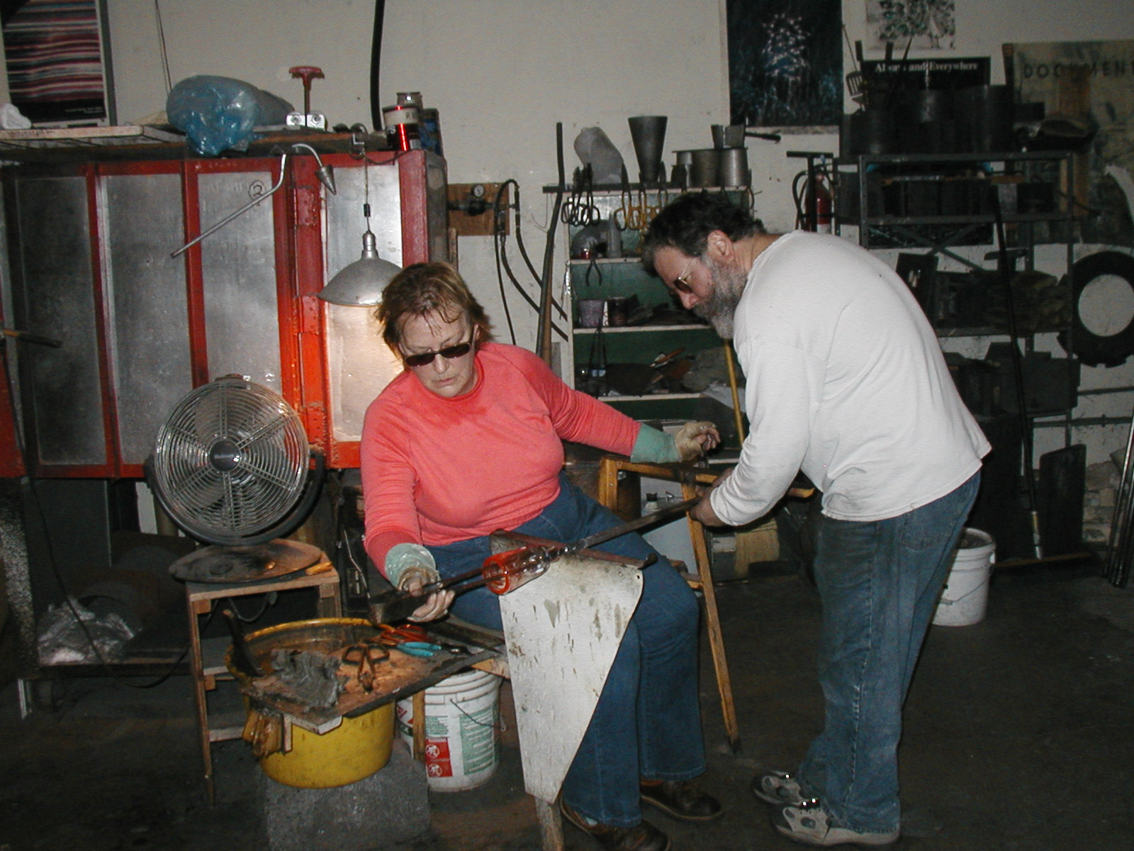 Glassblower.Info - Joel Bless Glasslight Glassblowing class January 18 2004 #167