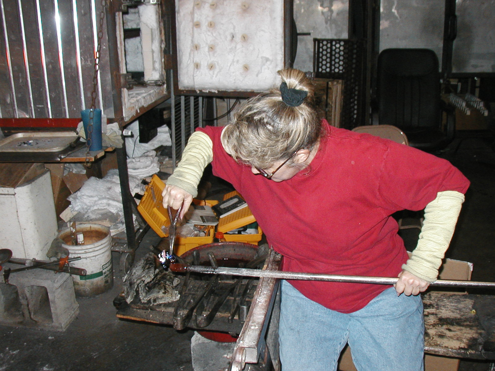 Glassblower.Info - Joel Bless Glasslight Glassblowing class January 18 2004 #168