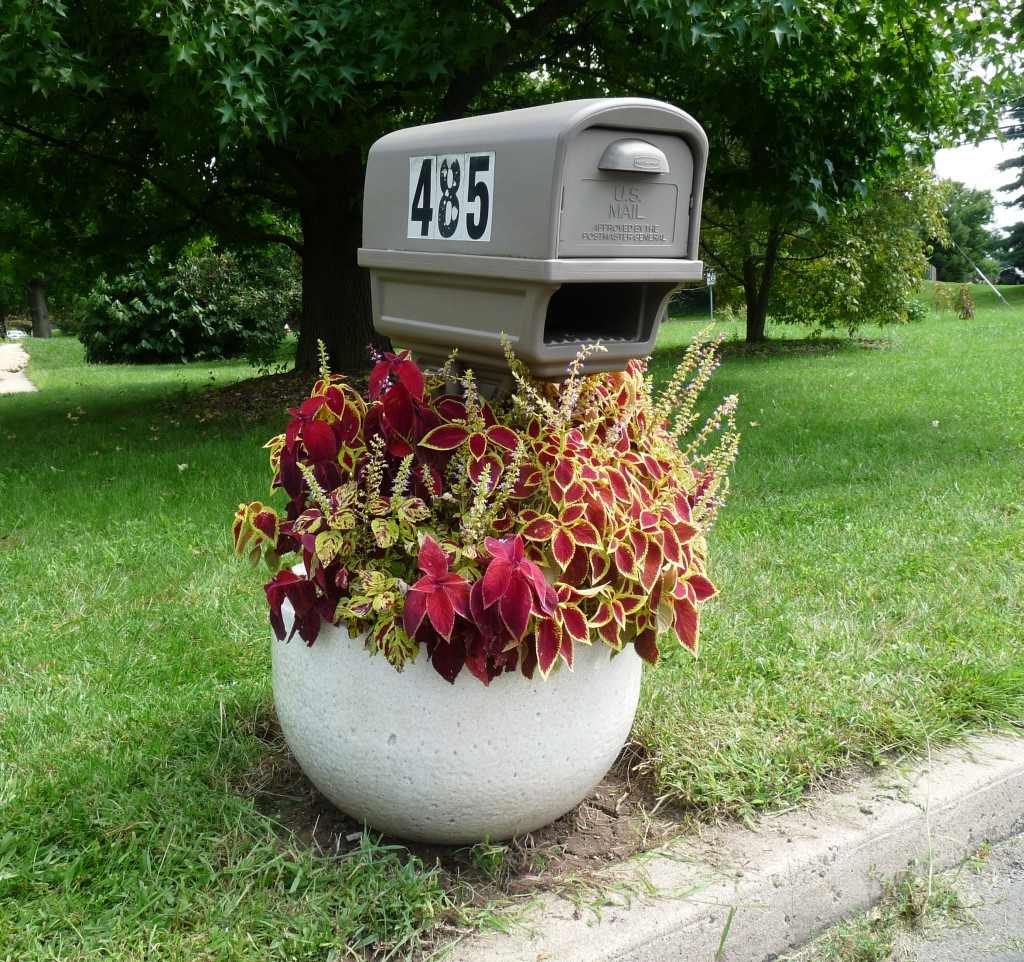 Glassblower.Info - Glassblowing Furnace Crucible Planter - Tony Patti Coleus Mailbox