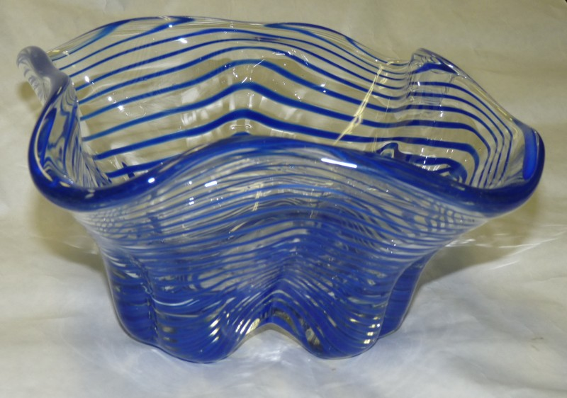 Glassblower.Info - Tony Patti Glassblowing 2010 - Right-Angle Steel Mold - Blue Spiral Wrap - front view